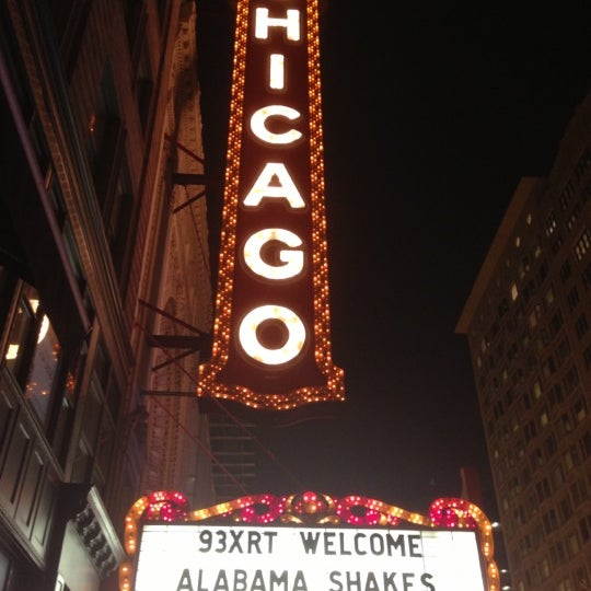 Foto scattata a The Chicago Theatre da Paula C. il 12/3/2012