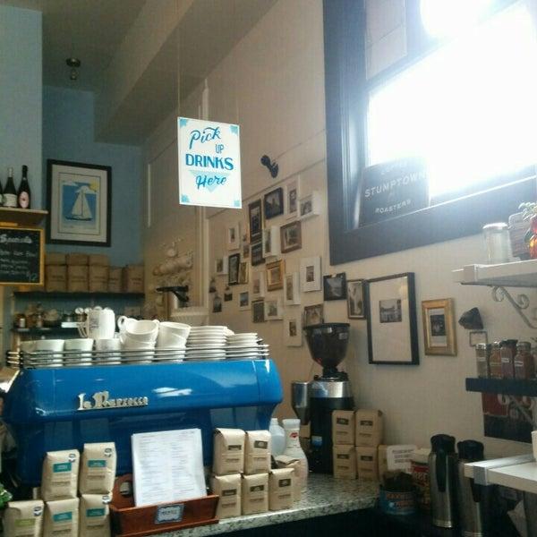 Das Foto wurde bei Cafe St. Jorge von shinycat am 5/30/2015 aufgenommen
