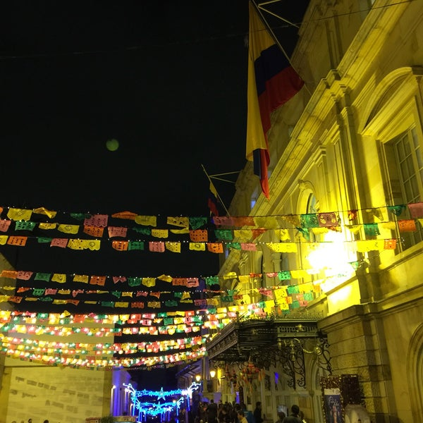 Das Foto wurde bei Teatro Colón von rodrisars 🦖 am 12/16/2016 aufgenommen