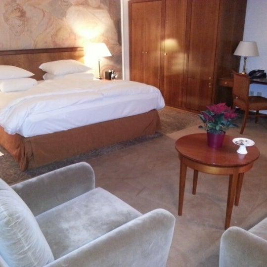 รูปภาพถ่ายที่ Hotel Vier Jahreszeiten Kempinski โดย Roman S. เมื่อ 12/18/2012