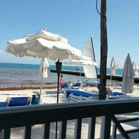 Foto tirada no(a) Southernmost Beach Cafe por John K. em 8/19/2015