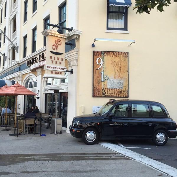 Foto tirada no(a) Nine-Ten Restaurant and Bar por Tom A. em 4/9/2016