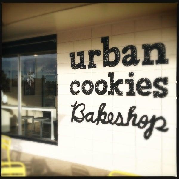 Снимок сделан в Urban Cookies Bakeshop пользователем Kayo S. 12/29/2012