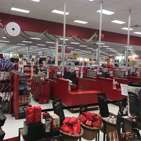 Снимок сделан в Target пользователем Donia 12/15/2017