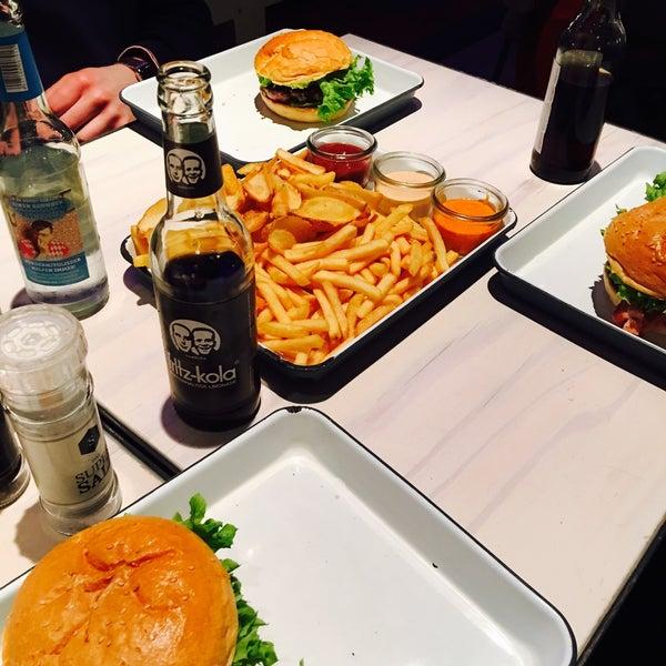 Bei Bob & Mary wird tatsächlich eine sehr hohe Burger-Qualität geboten, Personal war freundlich und das Ambiente stimmungsvoll. Nur leider keine Kartenzahlung. Unbedingt Potato Dippers probieren!