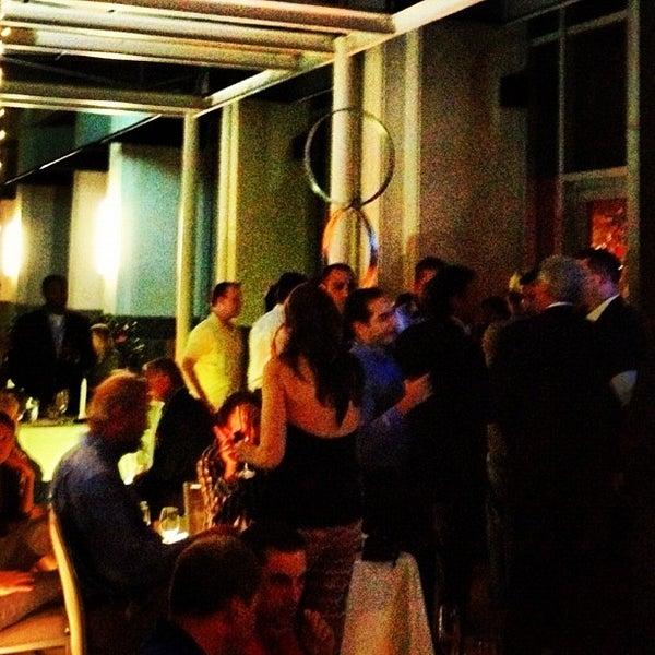 Photo prise au Dee Lincoln's Bubble Bar & Private Events par Stephen W. le10/25/2012