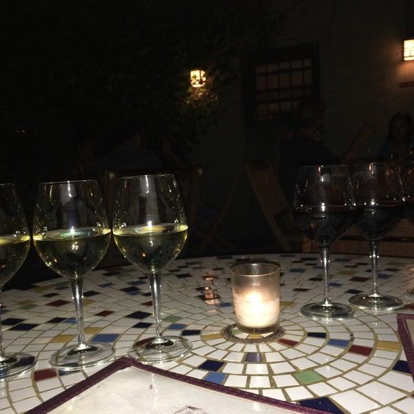 Foto scattata a Stonehome Wine Bar & Restaurant da Doris D. il 9/27/2014