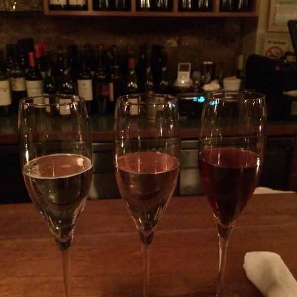 Foto scattata a Stonehome Wine Bar & Restaurant da Doris D. il 1/10/2015