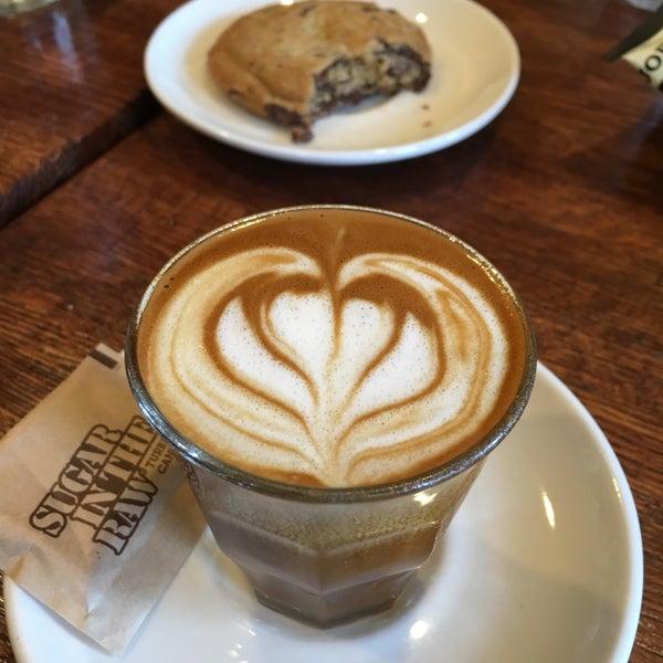 Foto tirada no(a) BKG Coffee Roasters por Doris D. em 3/27/2016