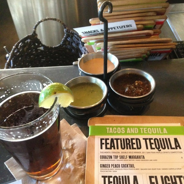 Снимок сделан в TNT - Tacos and Tequila пользователем Holland M. 6/4/2013