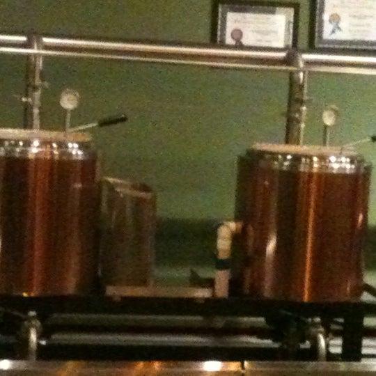 Снимок сделан в Saugatuck Brewing Company пользователем M W. 11/15/2012