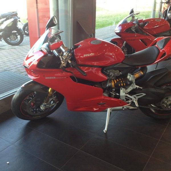 2/9/2013 tarihinde Francesco D.ziyaretçi tarafından Ducati Motor Factory & Museum'de çekilen fotoğraf