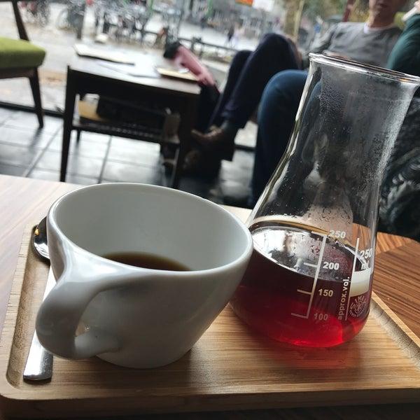 Foto tirada no(a) Viggo's Specialty Coffee por Shuya @. em 10/30/2017