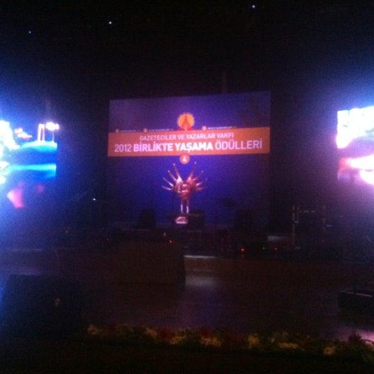 Das Foto wurde bei İstanbul Kongre Merkezi von Efe K. am 11/11/2012 aufgenommen