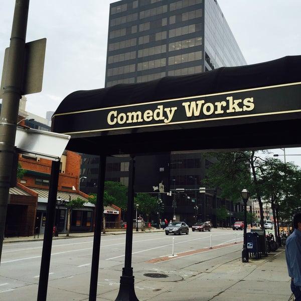 7/8/2015 tarihinde Kate G.ziyaretçi tarafından Comedy Works Downtown in Larimer Square'de çekilen fotoğraf