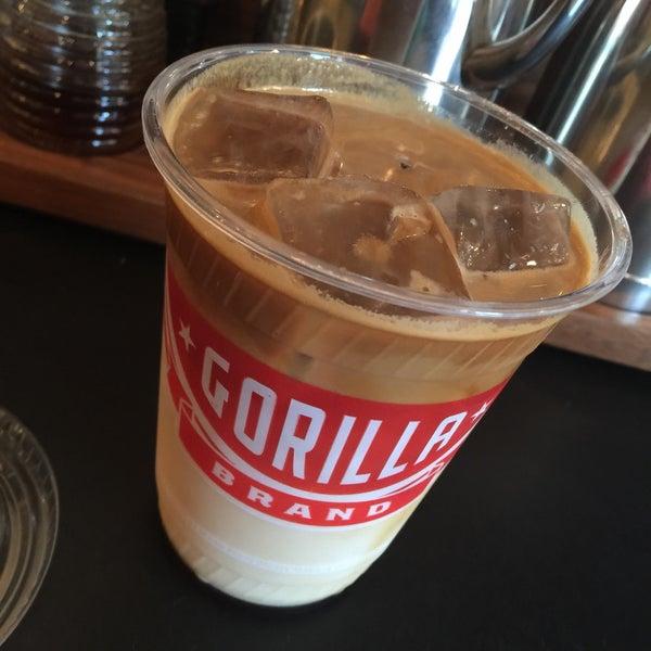 Foto scattata a Gorilla Coffee da Mandy M. il 5/11/2015