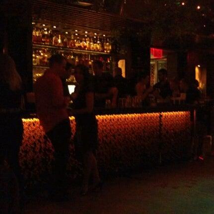 รูปภาพถ่ายที่ Upstairs โดย Greg G. เมื่อ 10/6/2012