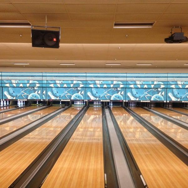 รูปภาพถ่ายที่ Park Tavern Bowling & Entertainment โดย Cheenttan J. เมื่อ 12/29/2012