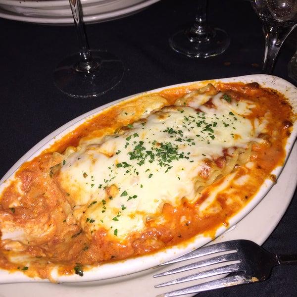 Das Foto wurde bei Lasagna Restaurant von Todd D. am 3/12/2016 aufgenommen