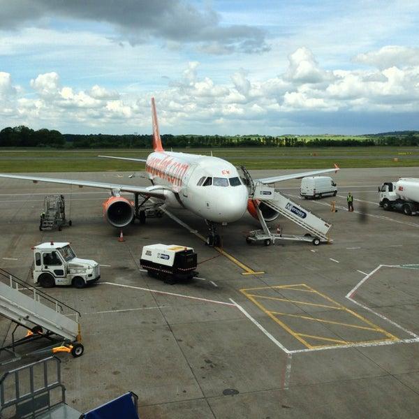 Das Foto wurde bei Edinburgh Airport (EDI) von Fahad A. am 6/16/2013 aufgenommen