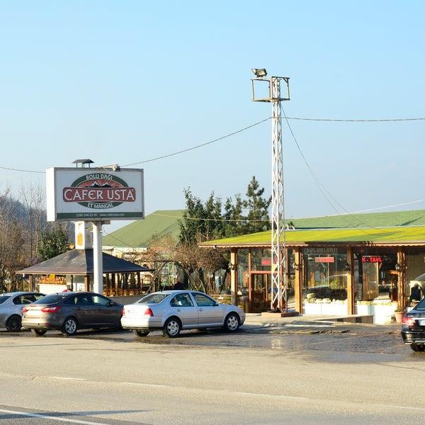 รูปภาพถ่ายที่ Cafer Usta Bolu Dağı Et Mangal โดย Cafer Usta Bolu Dağı Et Mangal เมื่อ 12/19/2014