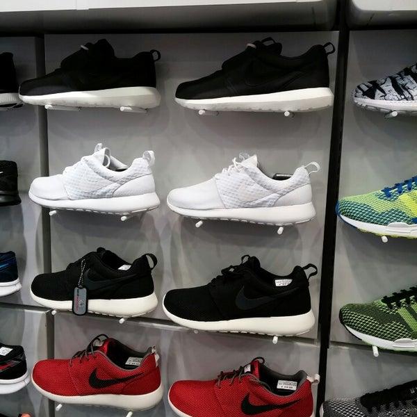 Foot Locker - Shoe Store in Πυλαία