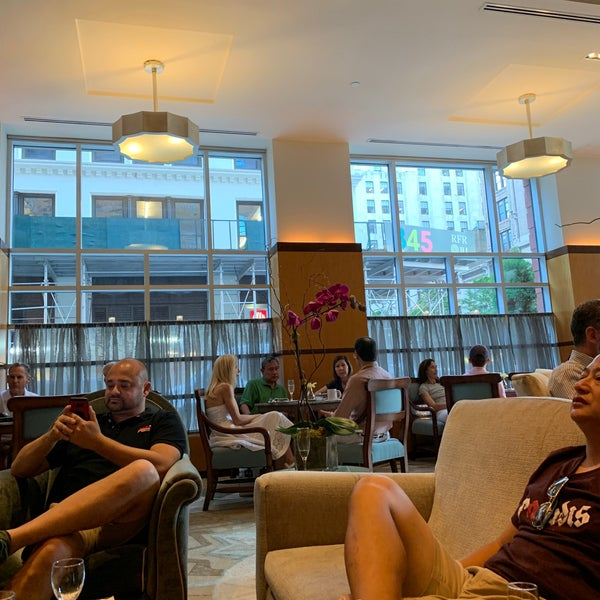 Foto scattata a Hotel Giraffe da Jason F. il 7/1/2019