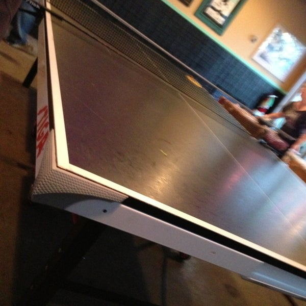 Foto diambil di Lucy's Retired Surfers Bar and Restaurant oleh Matt S. pada 3/12/2013