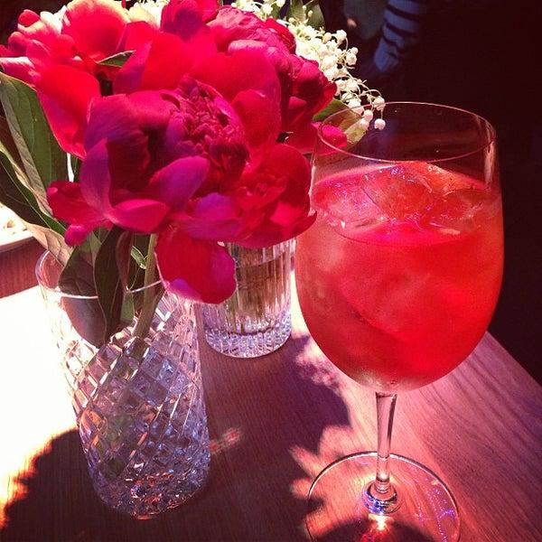 Foto tomada en FF Restaurant & Bar por Masha P. el 6/7/2013
