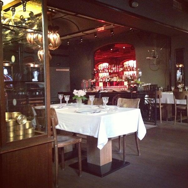 Foto tomada en FF Restaurant & Bar por Masha P. el 5/31/2013