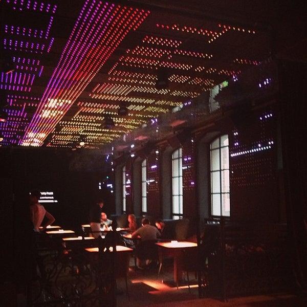 Foto tomada en FF Restaurant & Bar por Masha P. el 5/18/2013