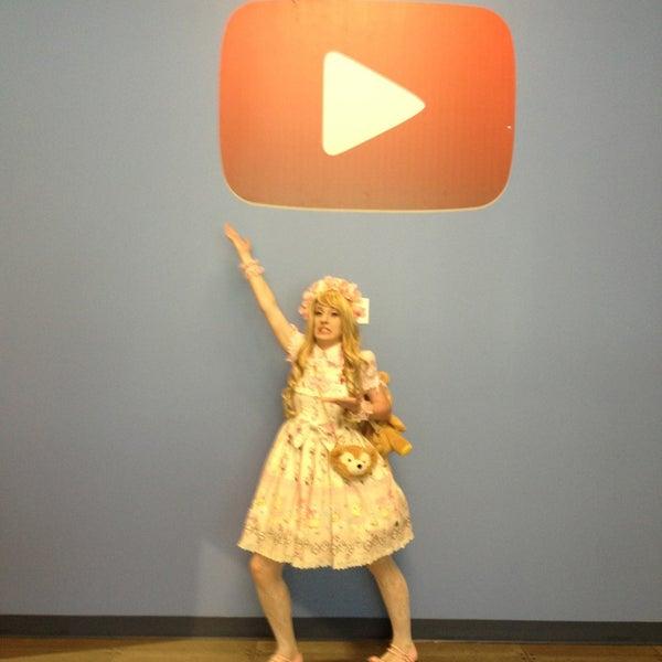 Снимок сделан в YouTube Space LA пользователем Lor B. 7/16/2013