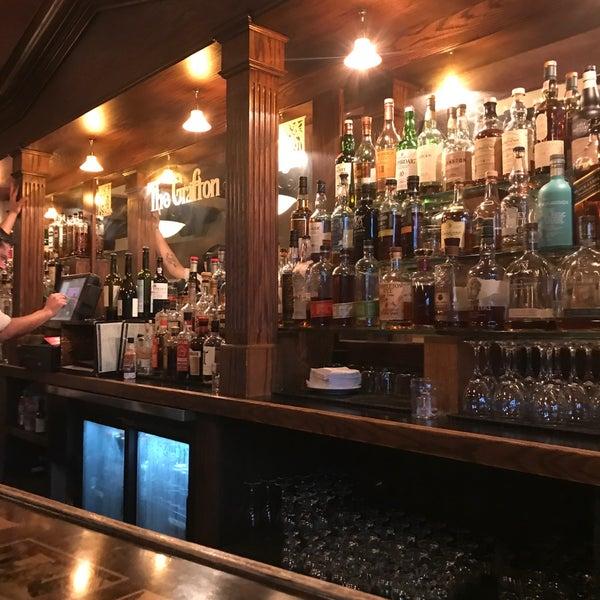 10/6/2017にApril K.がThe Grafton Irish Pub & Grillで撮った写真