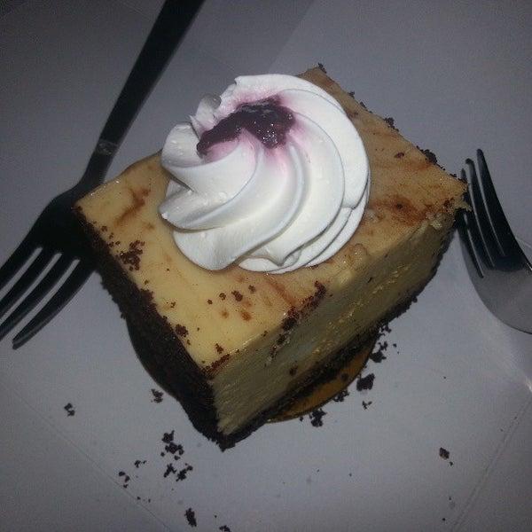 Foto tomada en Heaven Sent Desserts por Queena D. el 5/6/2013
