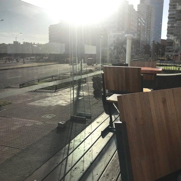 Foto tomada en Café del Sol por Karen A. el 12/9/2017