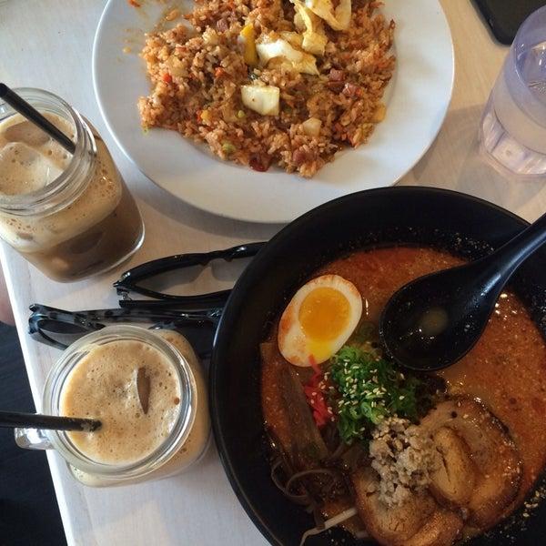 Das Foto wurde bei Chibiscus Asian Cafe & Restaurant von Suzy R. am 11/1/2014 aufgenommen