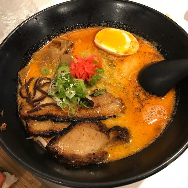 Das Foto wurde bei Chibiscus Asian Cafe & Restaurant von Suzy R. am 5/28/2018 aufgenommen