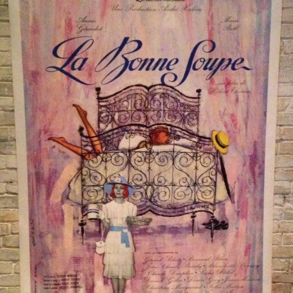 Foto tirada no(a) La Bonne Soupe por Tabatha V. em 10/12/2013