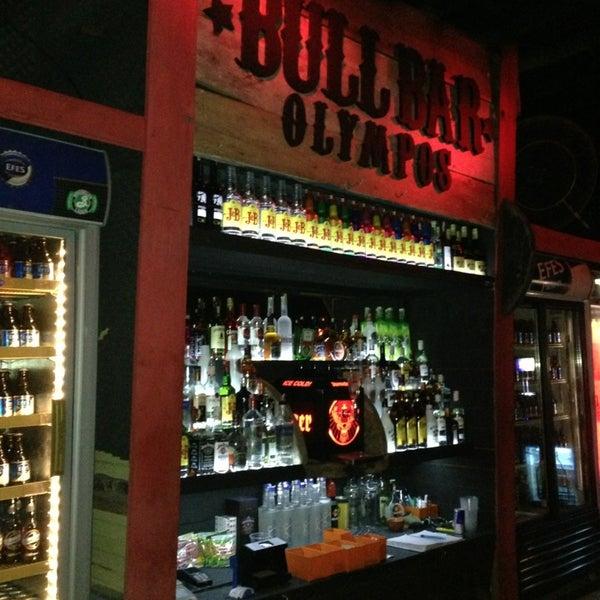 Foto scattata a Bull Bar da Aytek Ü. il 9/8/2013