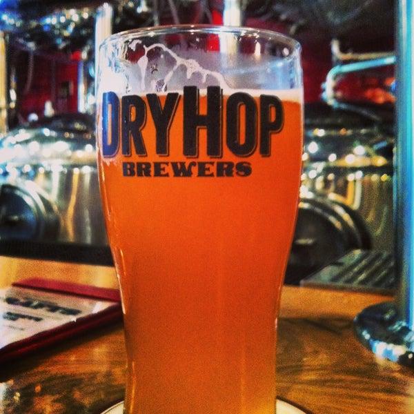 6/23/2013에 Chris B.님이 DryHop Brewers에서 찍은 사진