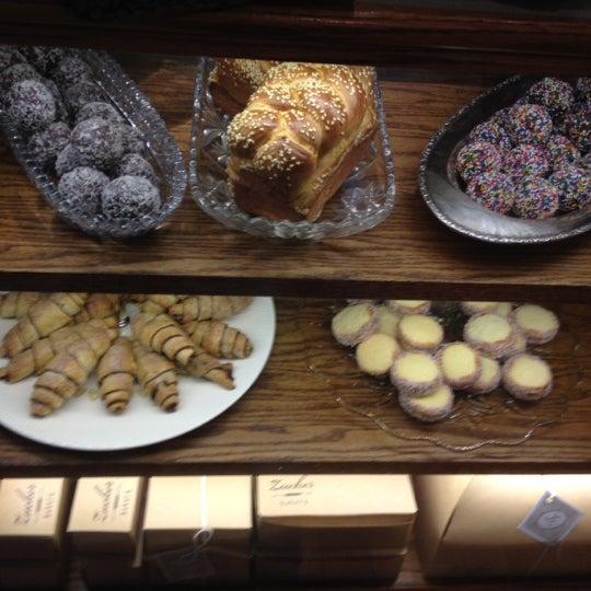 รูปภาพถ่ายที่ Zucker Bakery โดย Anne M. เมื่อ 9/28/2012