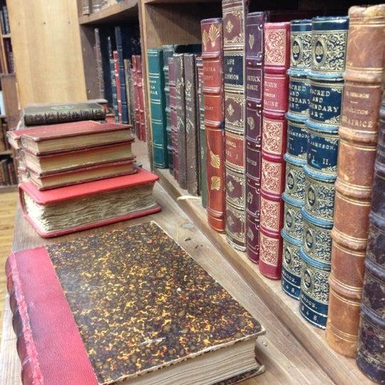 Foto scattata a Strand Bookstore da Anne M. il 11/14/2012