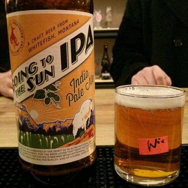 Das Foto wurde bei WhichCraft Beer Store von Nic D. am 1/1/2015 aufgenommen