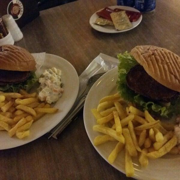 Foto tomada en Dudu Cafe Restaurant por Gizem Kübra K. el 11/13/2015