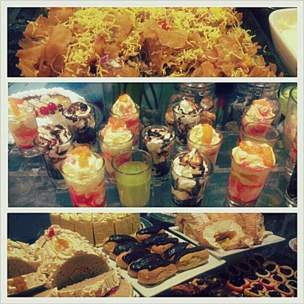 Снимок сделан в Love Desserts пользователем Jo A. 1/27/2013