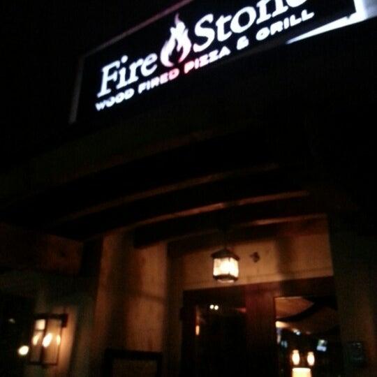 รูปภาพถ่ายที่ Fire Stone Wood Fired Pizza & Grill โดย Dwayne K. เมื่อ 2/27/2013