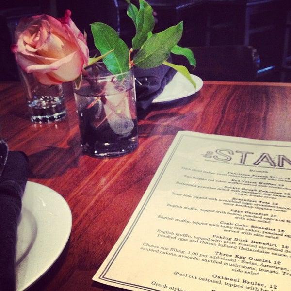 รูปภาพถ่ายที่ The Stand Restaurant & Comedy Club โดย Caitlin C. เมื่อ 4/27/2013