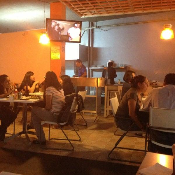 รูปภาพถ่ายที่ Jerónimas โดย DuB . เมื่อ 2/15/2013