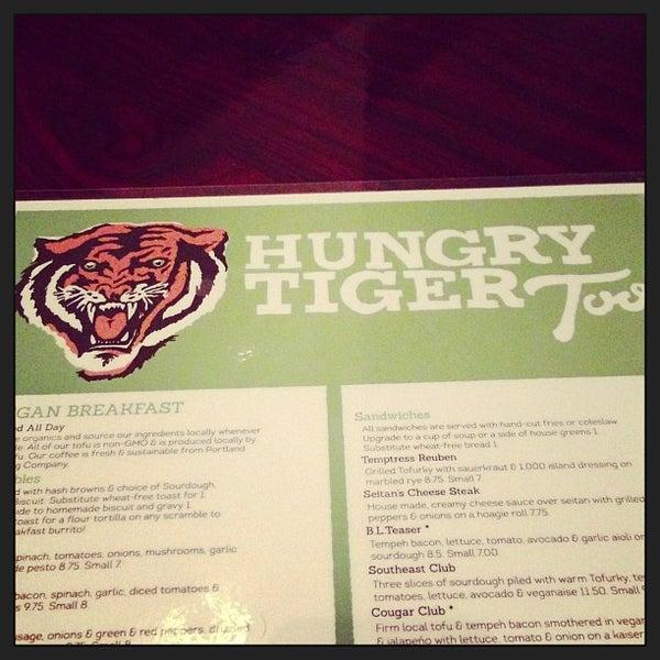 Снимок сделан в Hungry Tiger пользователем Collin D. 12/17/2012