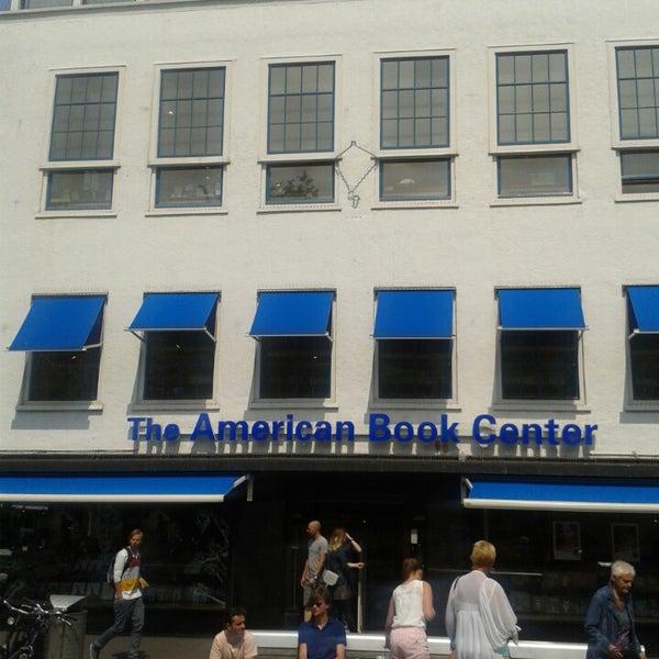Foto tirada no(a) The American Book Center por David I. em 7/13/2013